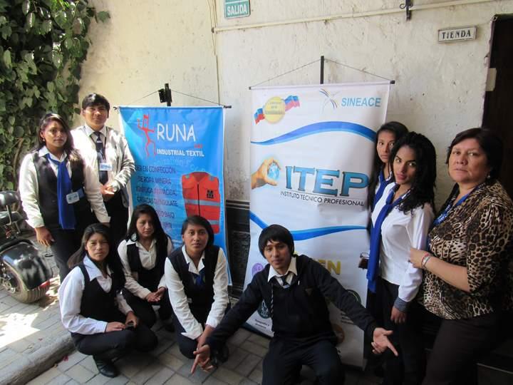 Alumnos realizaron visita a la empresa textil Runa